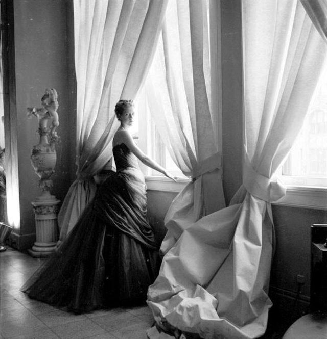 Cecil Beaton, Mrs. Charles James, Madison Avenue, NYC, 1955, Platinum print