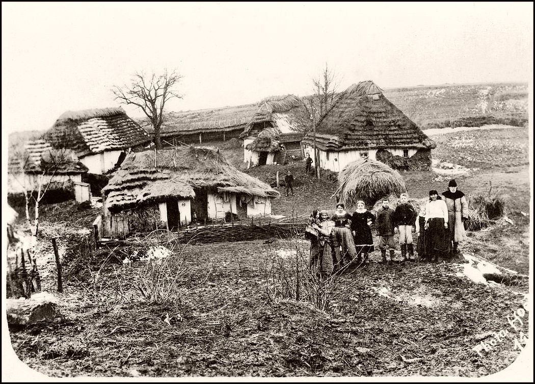 People in front of their farmhouses in Galicia