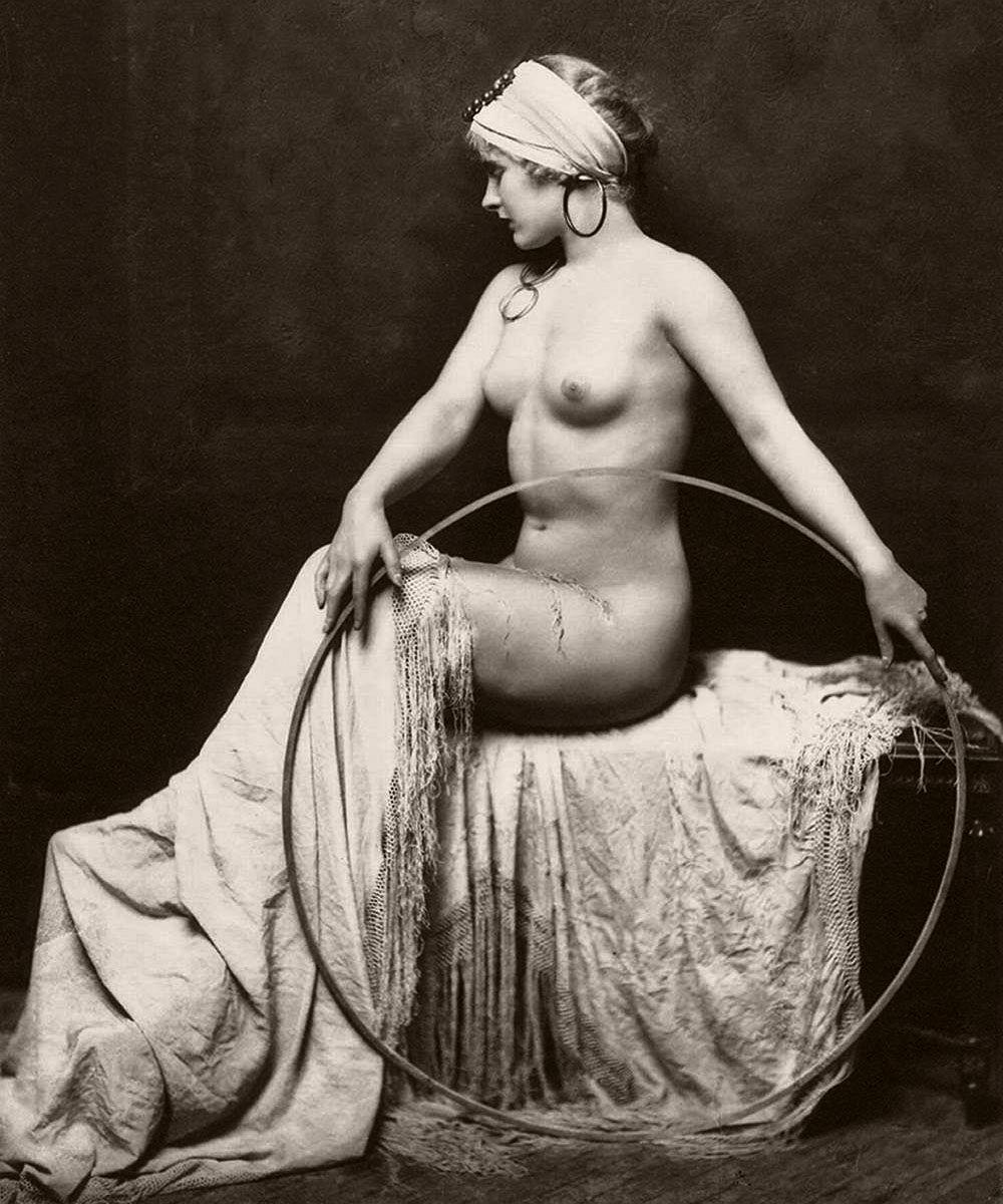 Classic Johnston 1920s nude portrait of unidentified model, most likely a Ziegfeld Follies showgirl