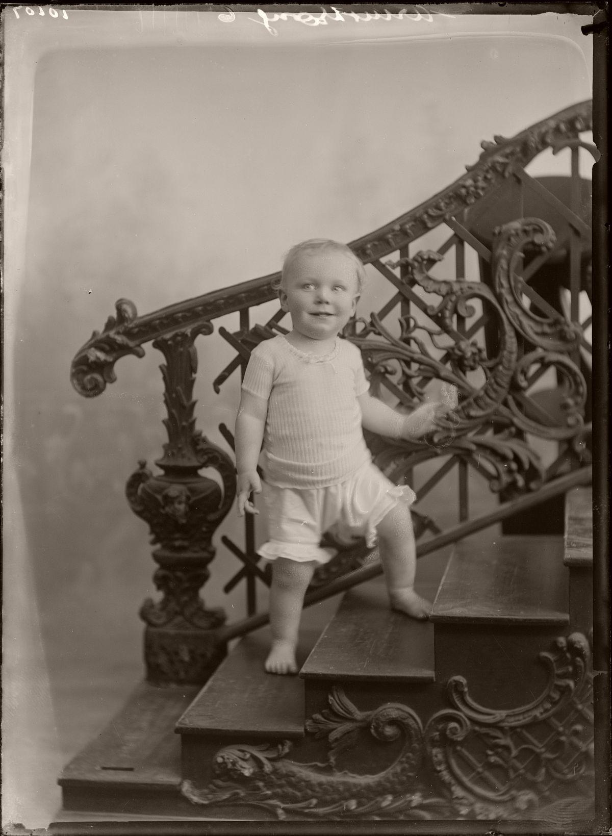 Photo by William Berry, circa 1915-1920, Wellington