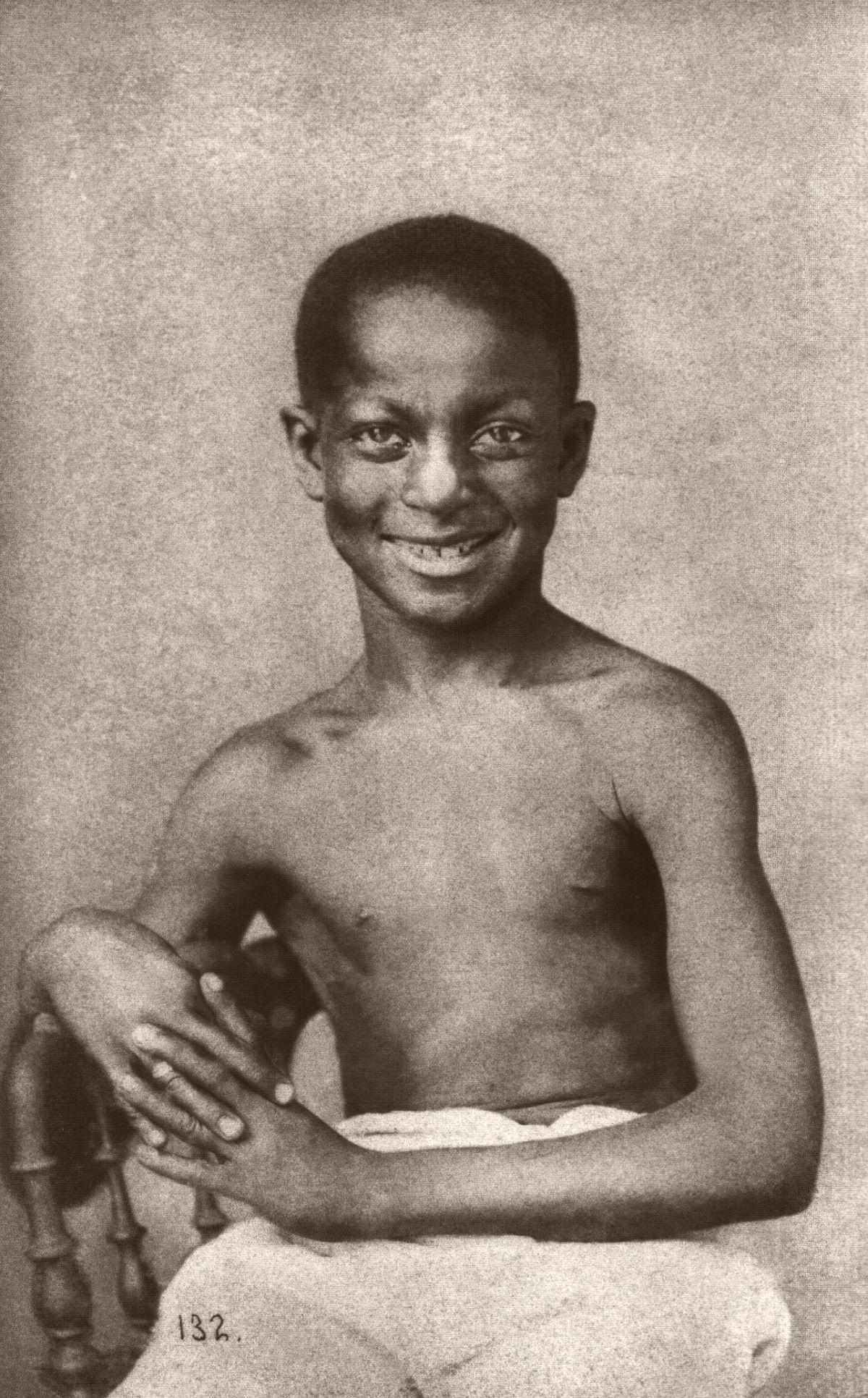 Menino sorridente. 1882