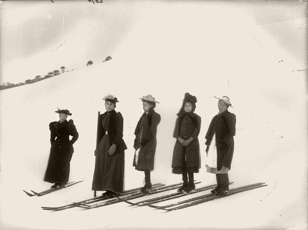 Photograph of early women's ski race at Kiandra.
