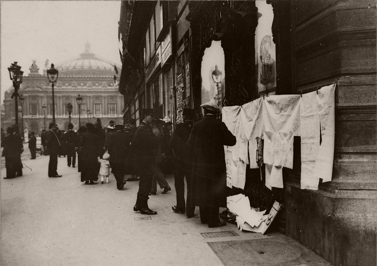 1914. Hawker sells cloth opposite the Opera.
