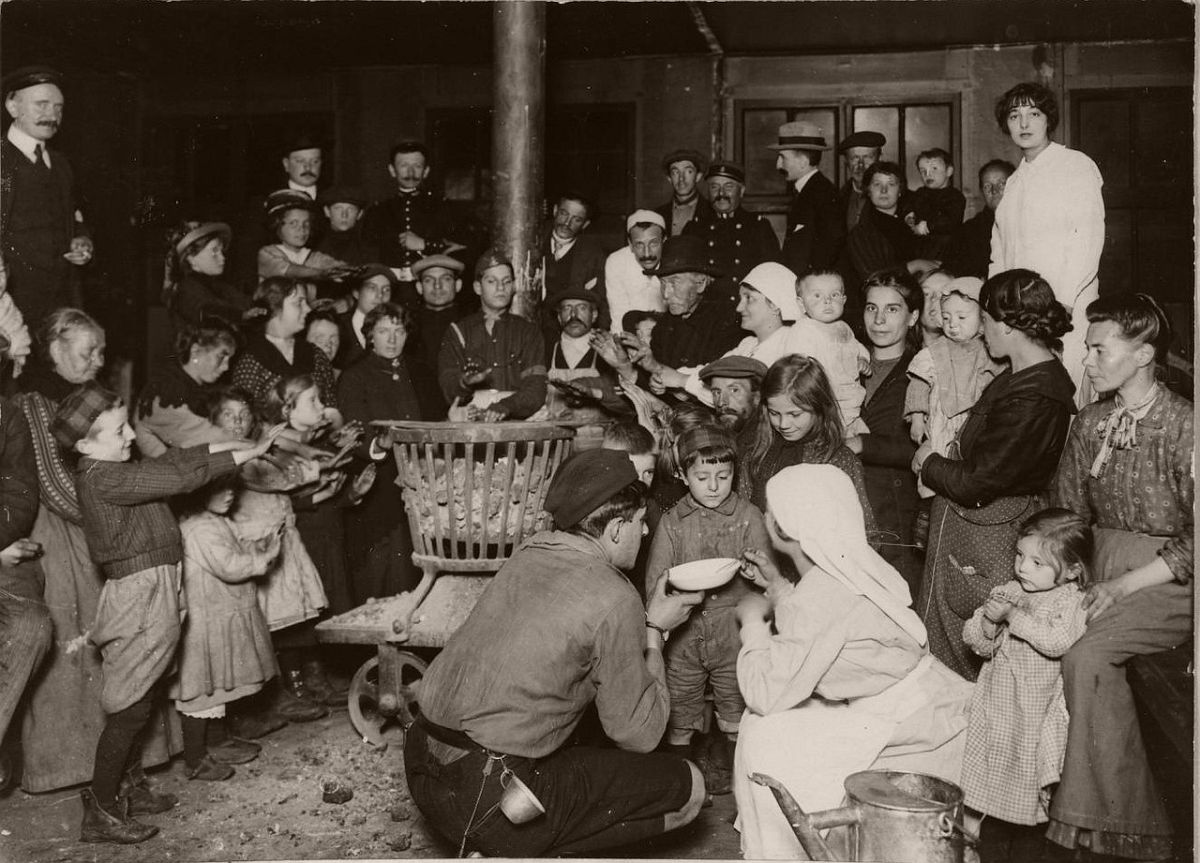 1914. Refugees at the North Station.