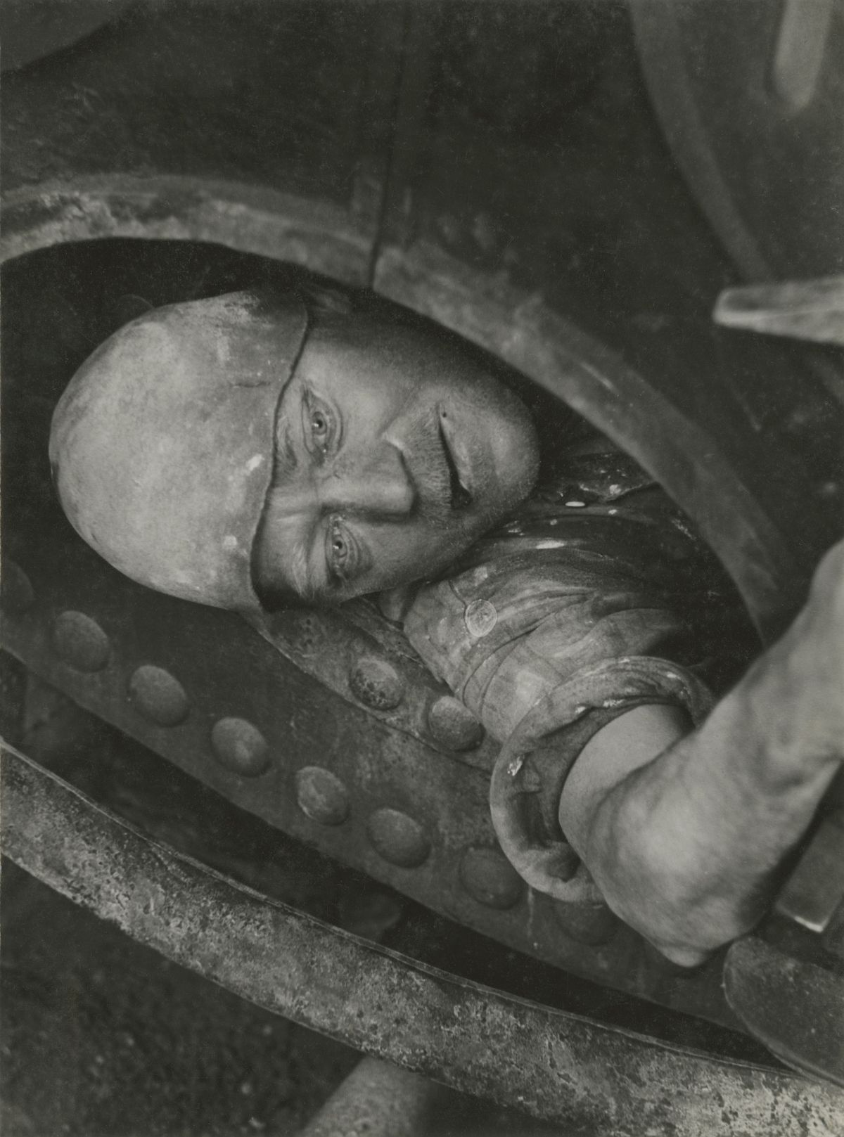 Work in the Boiler, 1935. © Jakob Tuggener-Stiftung
