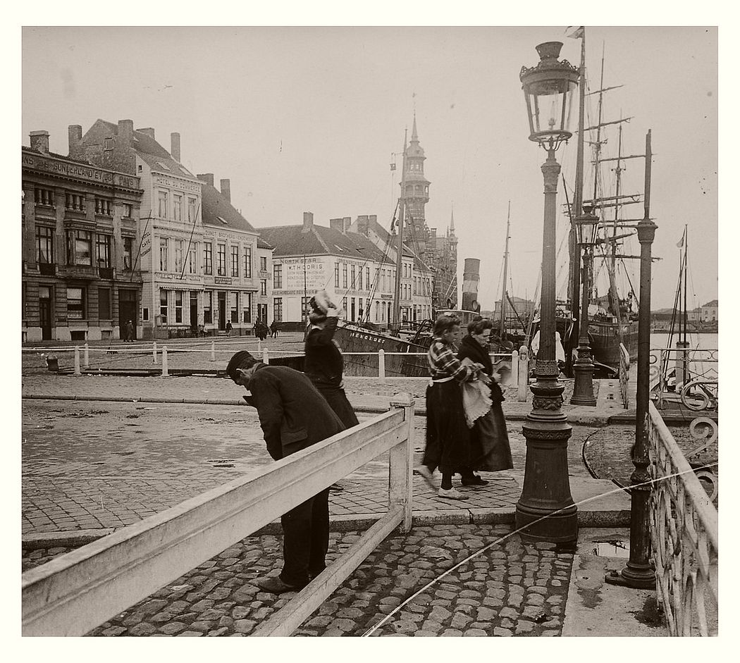 Ostend harbour in March 1904