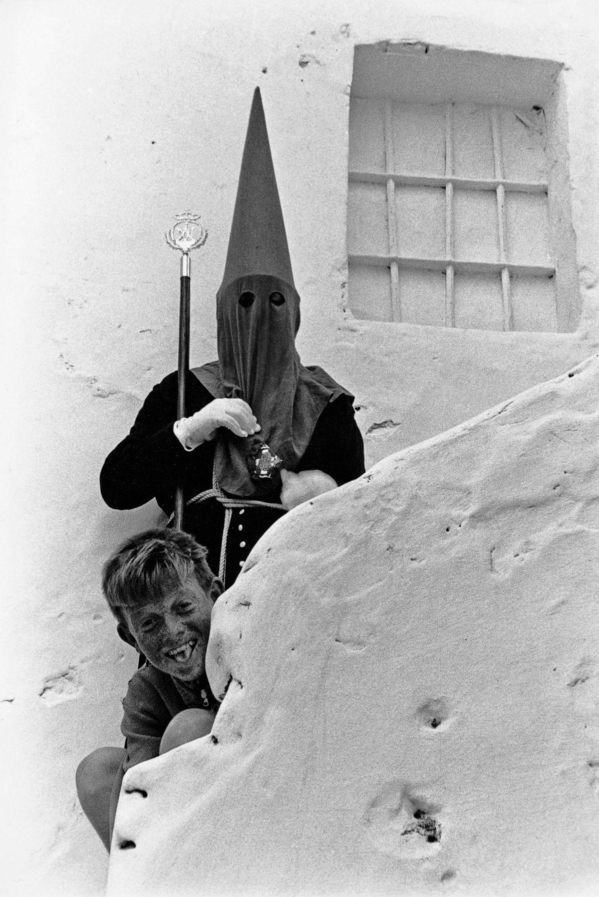 Semana Santa. Tarifa, 1961. By Xavier Miserachs. Photograph © Arena and Mar Miserachs, courtesy via La Fabrica