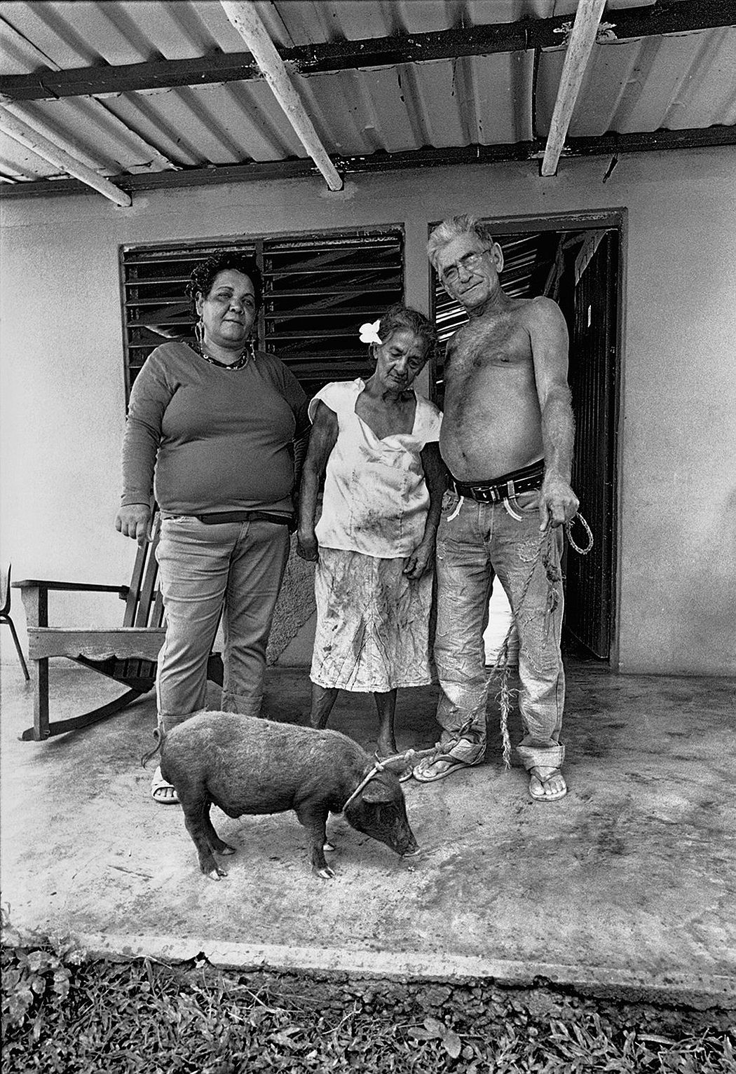 © CUBA by Elliott Erwitt, published by teNeues, www.teneues.com, Peasant family, Viñales, Pinar del Río, 2015, Photo © 2017 Elliott Erwitt/Magnum Photos. All rights reserved.