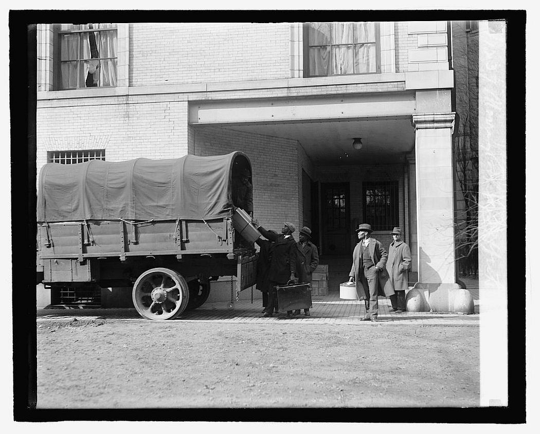 Moving Coolidge effects, 1927.