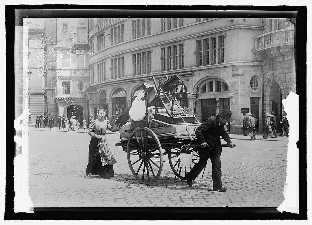Household moving, Berlin, 1909.
