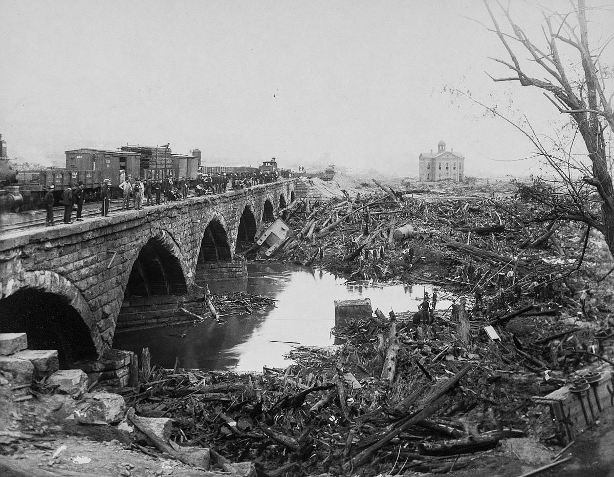 The debris pile at the Stone Bridge.  Image: Library of Congress