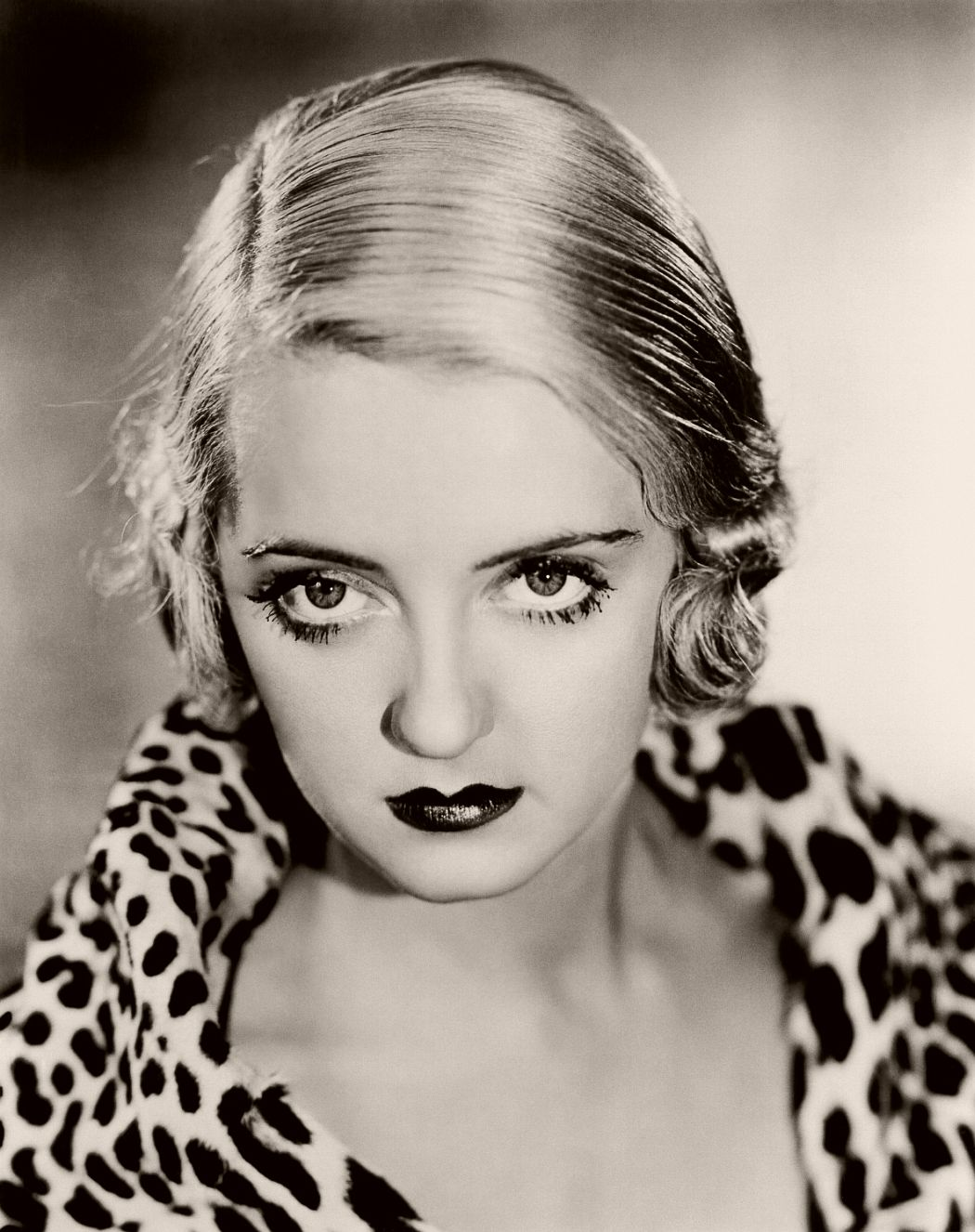 Not earmarked as conventionally beautiful by film producers, Bette Davis became every girls hero everywhere when she famously proclaimed, 'Hollywood wanted me to be pretty, but I fought for realism.' Aside from being a feminist icon, Bette's style icon status lay in her signature blonde bob which she rocked in the '30s.