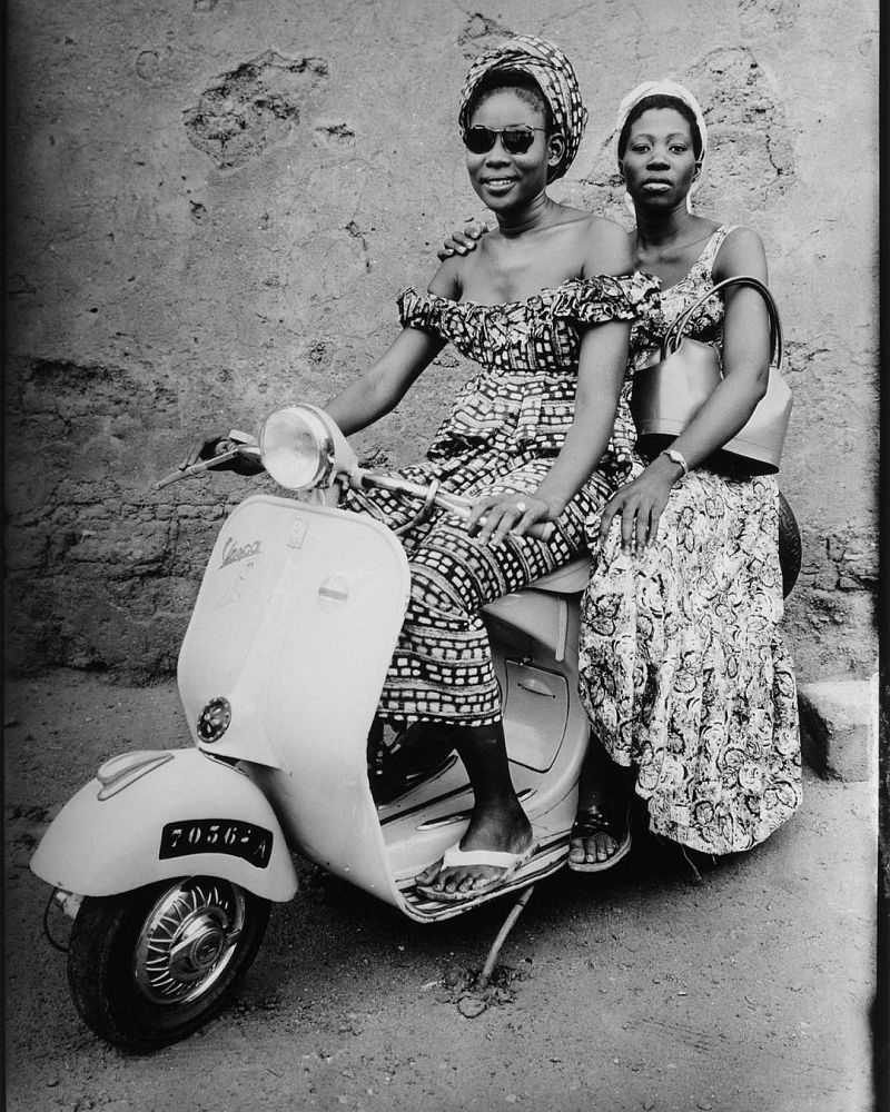 Untitled, 1952-1955 © Seydou Keïta / SKPEAC / courtesy CAAC – The Pigozzi Collection, Geneva