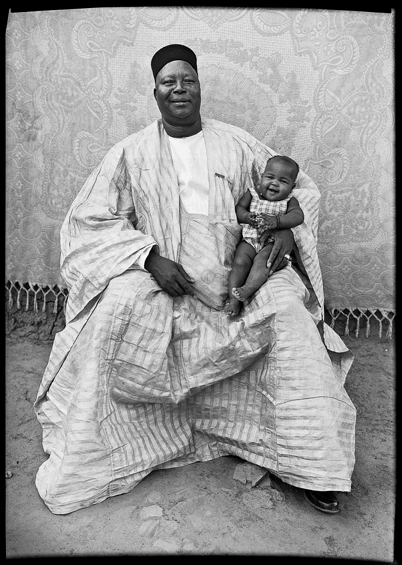 Untitled © Seydou Keïta / SKPEAC / courtesy CAAC – The Pigozzi Collection, Geneva
