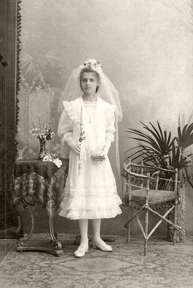 Vintage: Portraits of Girls in Their First Communion (Edwardian era)