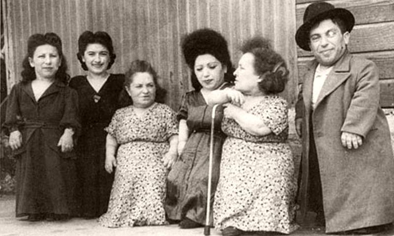 The Ovitzs (from left): Elizabeth, Perla, Rozika, Frieda, Franziska and Avram.