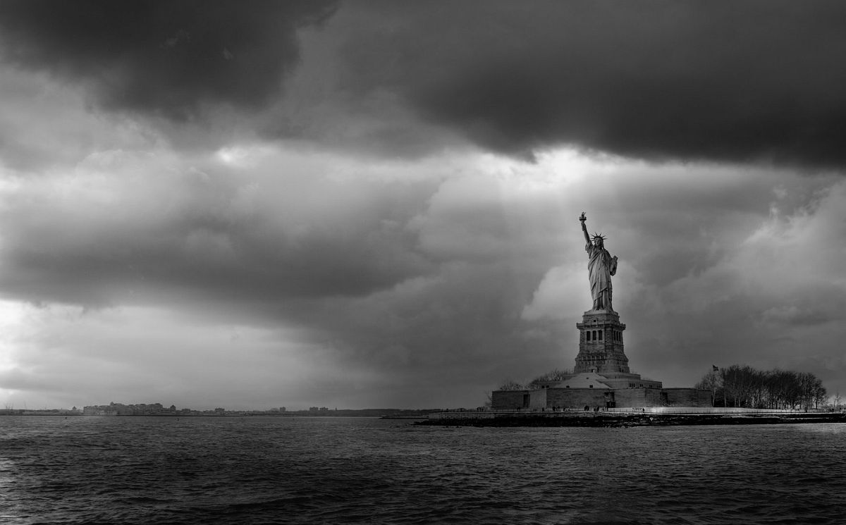 © New York by Serge Ramelli, published by teNeues, www.teneues.com. THE STATUE AND THE STORM, Photo © 2015 Serge Ramelli and YellowKorner.