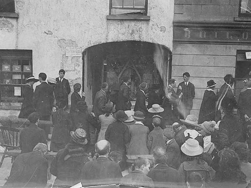 A fraction of the thousands of people flocking each day to visit and pray at 'bleeding' statues set up in a yard beside T. Dwan's newsagents, Main Street, Templemore, Tipperary, August 1920