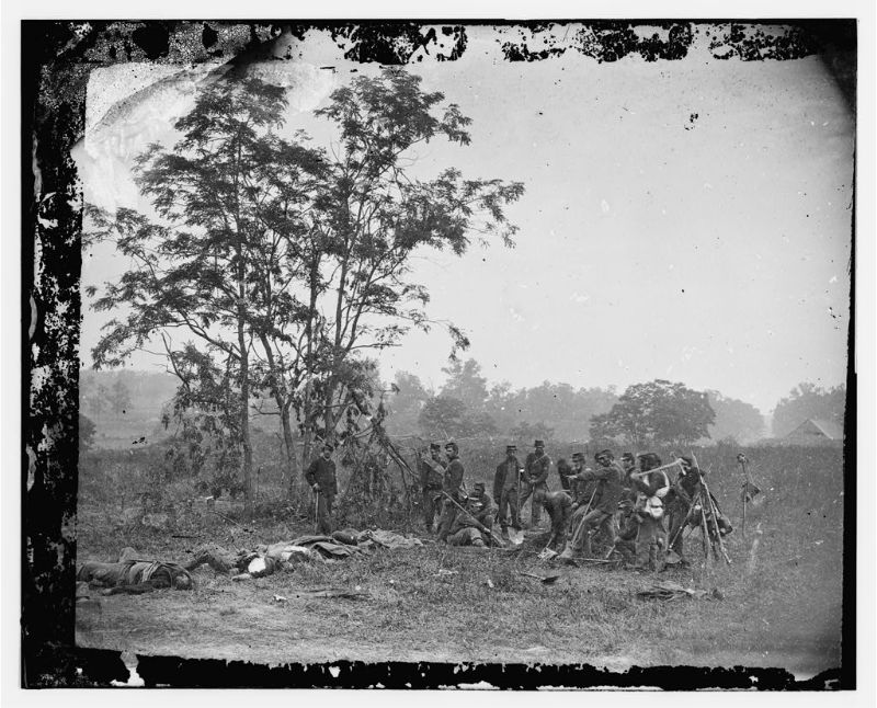 Burying the dead Confederate soldiers