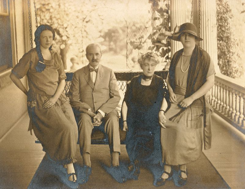 Mary Louise Wilson, John C. Wilson, Ella Jean 'Jennie' (Wilson) (Lindsey) Downey, Virginia Wilson (left-right) at 'Ivyhurst'