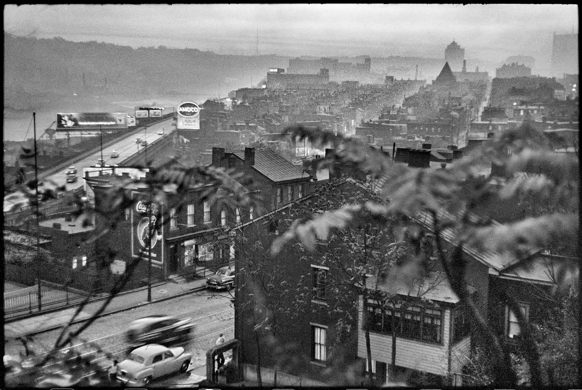 Elliott Erwitt, The View Looking toward Downtown Pittsburgh from Oakland, Pittsburgh, PA, 1950. © Elliott Erwitt/Magnum Photos, Courtesy of Carnegie Library of Pittsburgh.