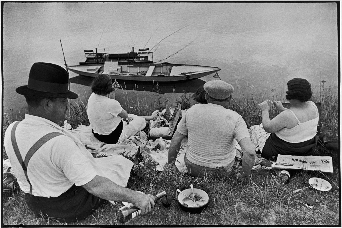 Henri Cartier-Bresson, The Decisive Moment (Simon & Schuster, 1952), p. 19-20, Sunday on the Banks of the Seine, France, 1938. © Henri Cartier-Bresson/Magnum Photos.