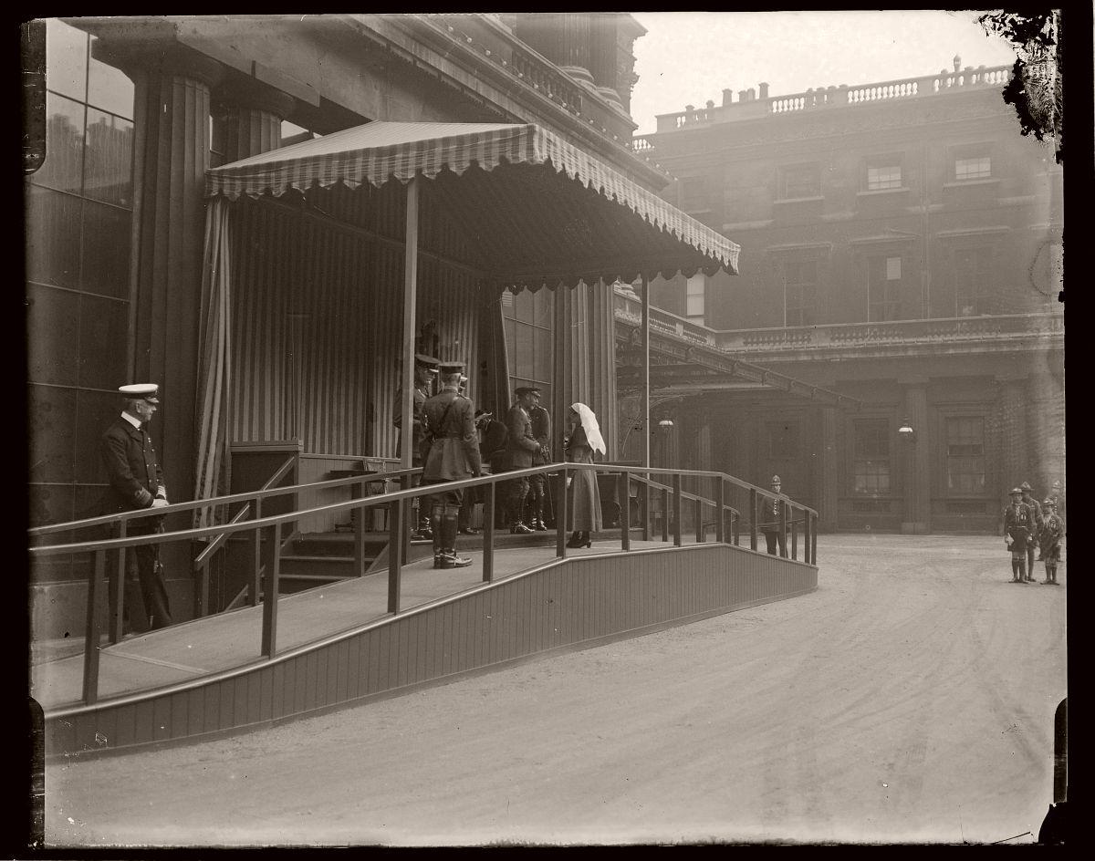 Nurse Commemoration, London, Rex Hazlewood, 1918-1919