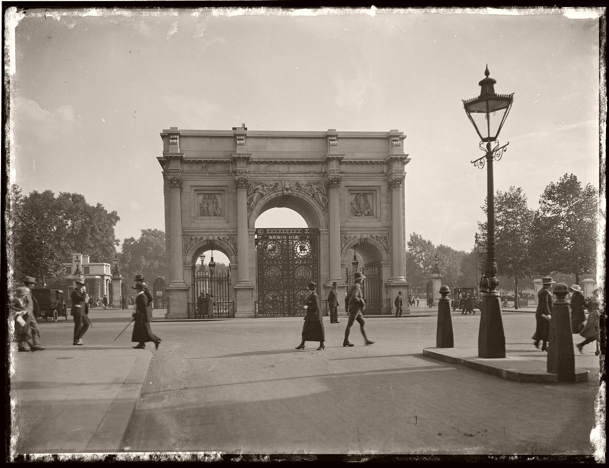 Commemorative Gates, London, Rex Hazlewood, 1918-1919
