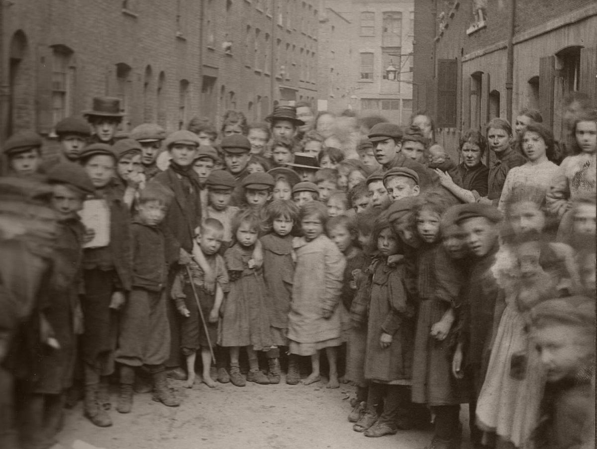 Portraits of Children Who Lived in Spitalfields, London by Horace Warner (1900s)