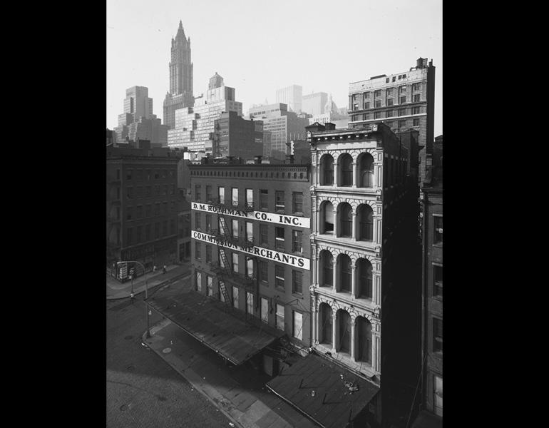 174 Chambers Street at Bishop's Lane, 1966–67. Danny Lyon (American, born 1942). Gelatin silver print; 29.7 x 23.4 cm. The Cleveland Museum of Art, Gift of George Stephanopoulos, 2011.260. © Danny Lyon / Magnum Photos