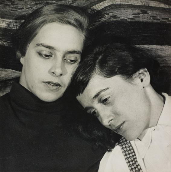 Hugo Erfurth: Porträtstudie (zwei liegende Frauen), 1931, Gelatinesilberabzug © VG Bild-Kunst, Bonn, 2018; courtesy LVR Landesmuseum Bonn Photo: Jürgen Vogel