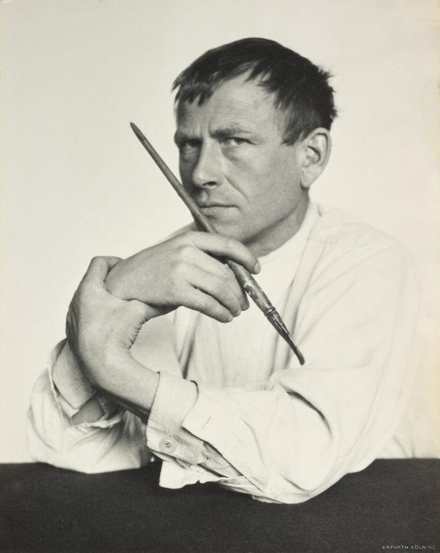 Hugo Erfurth: Otto Dix mit Pinsel, 1929, Ölpigmentdruck © VG Bild-Kunst, Bonn, 2018; courtesy LVR Landesmuseum Bonn Photo: Jürgen Vogel