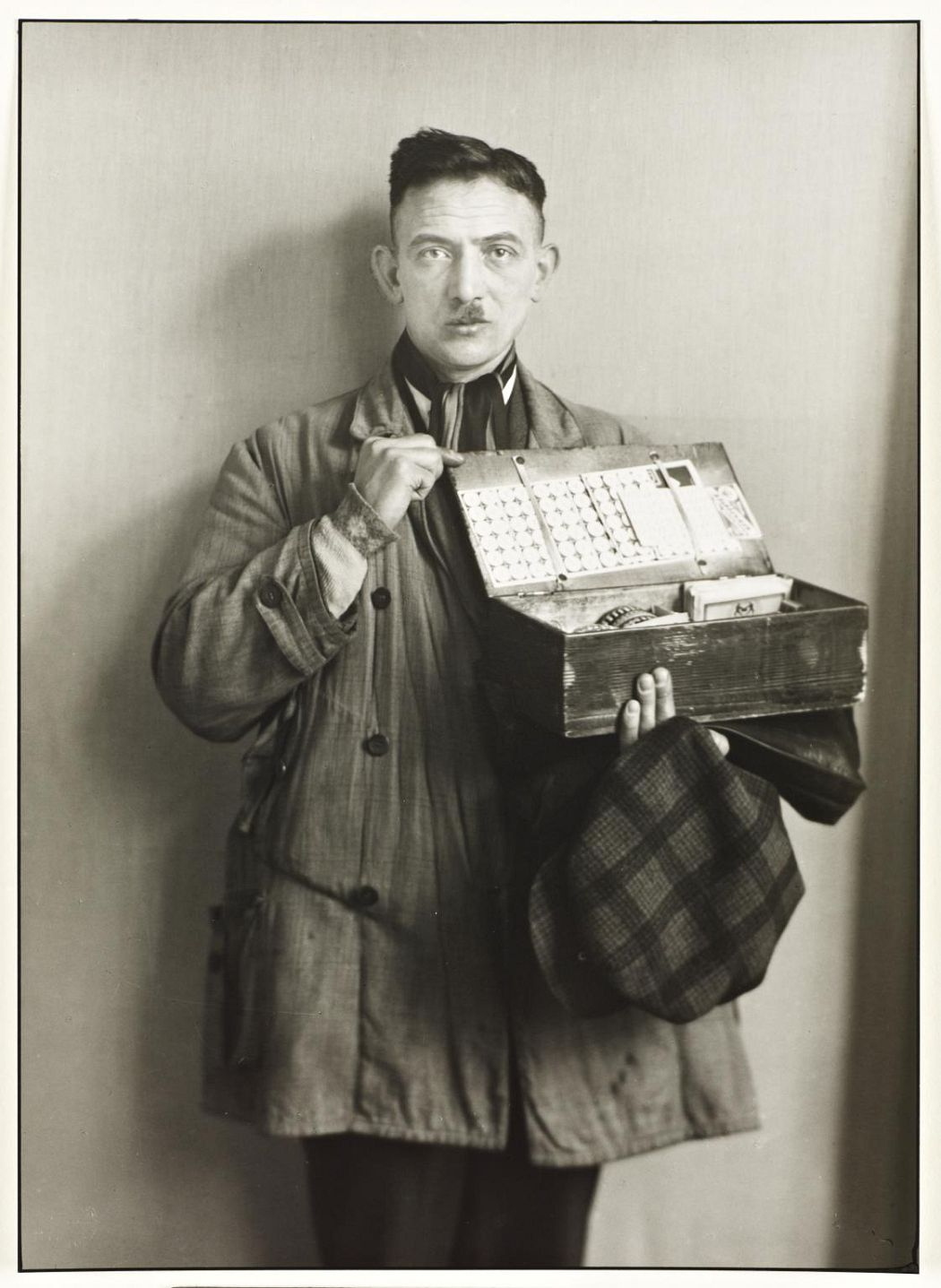 Peddler 1930, printed 1990 August Sander 1876-1964 ARTIST ROOMS Tate and National Galleries of Scotland. Lent by Anthony d'Offay 2010