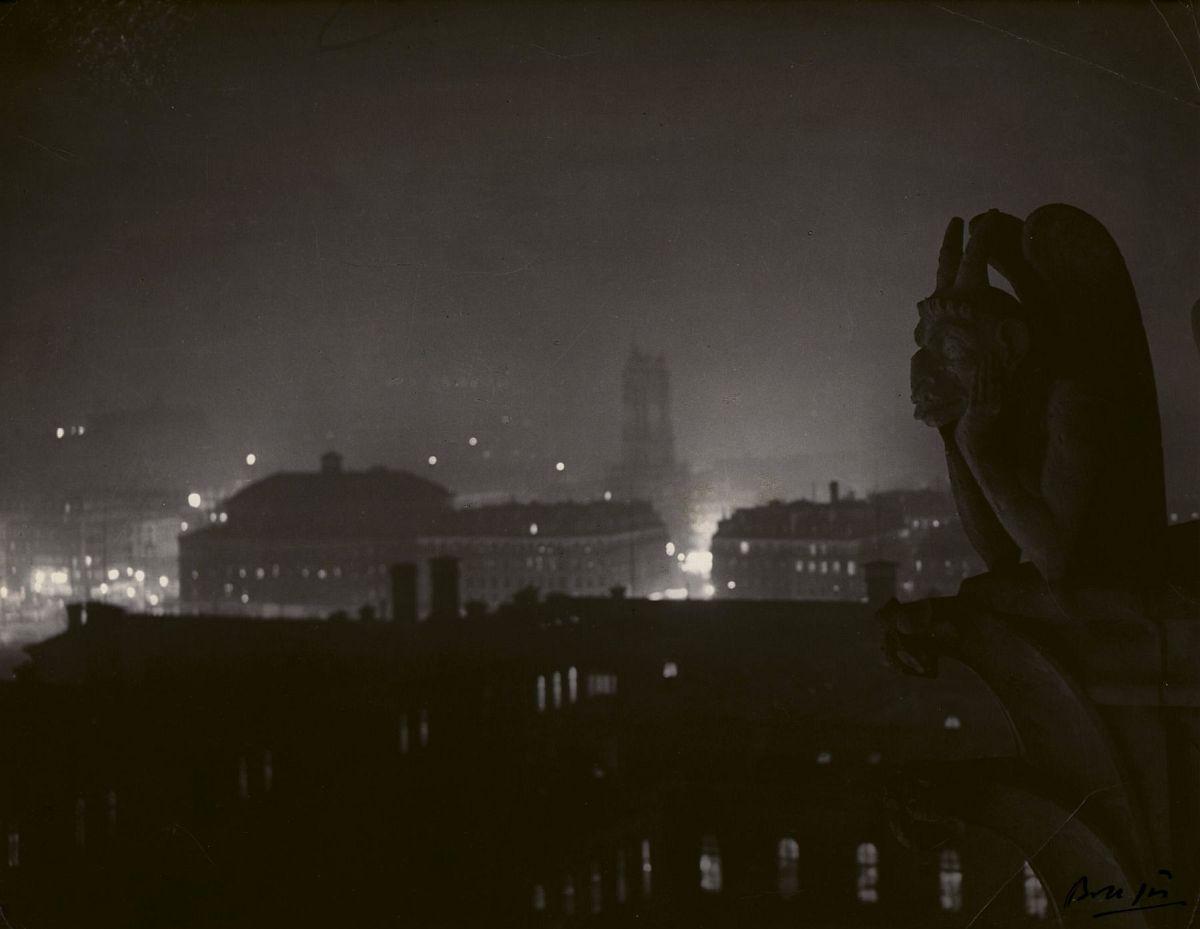 Brassaï, Paris, vue de Notre Dame la nuit, c. 1933
