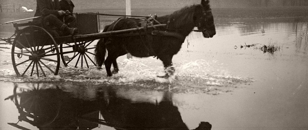 Vinatge: Flooding in the Thames Valley, December 1915