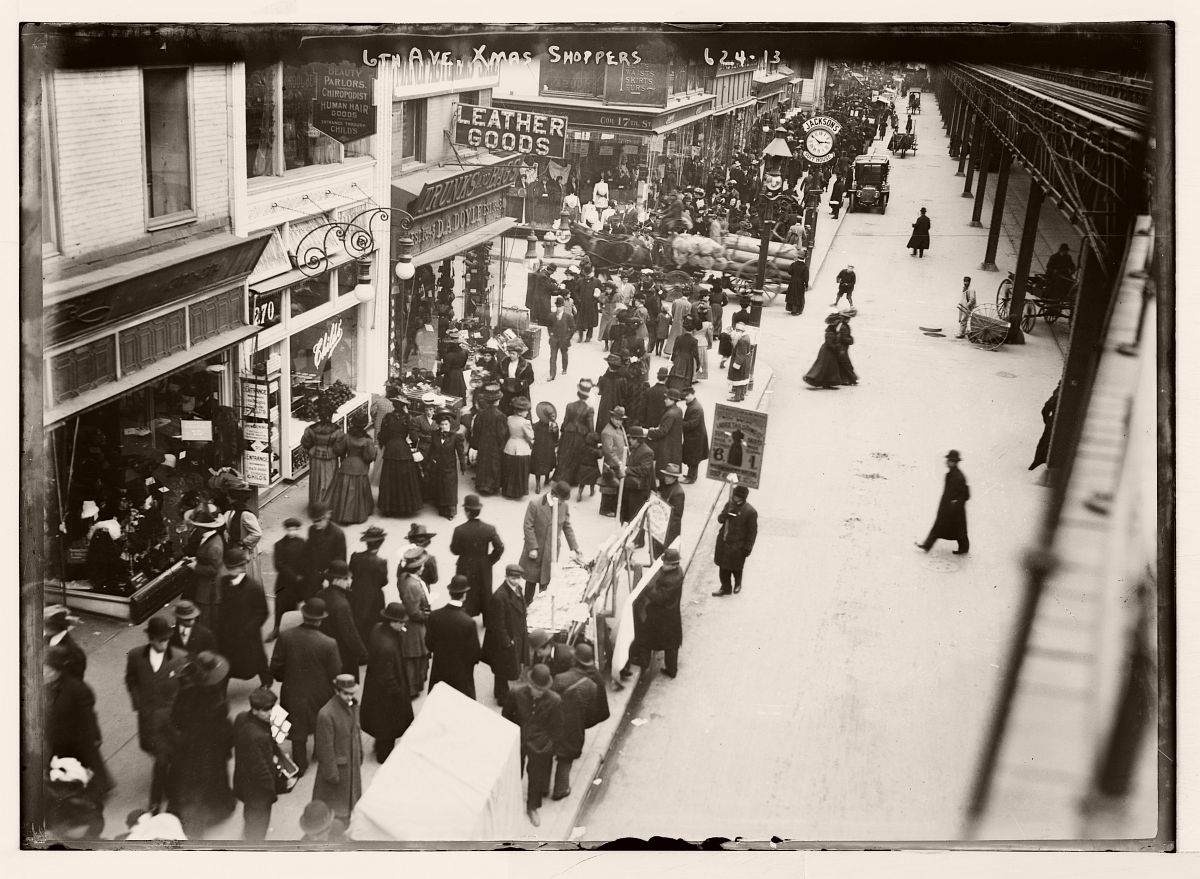 6th Ave., Xmas shoppers, New York, ca 1910