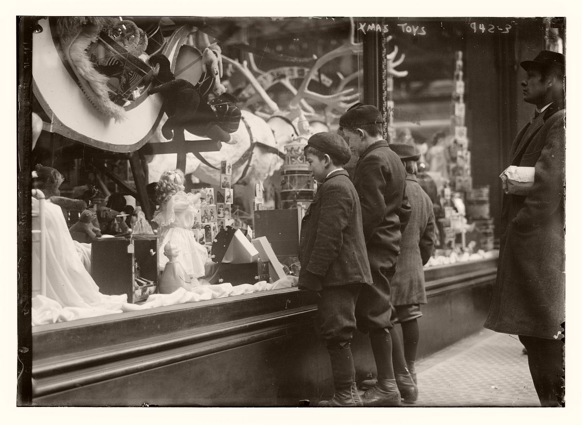 Children looking at Xmas toys in shop window