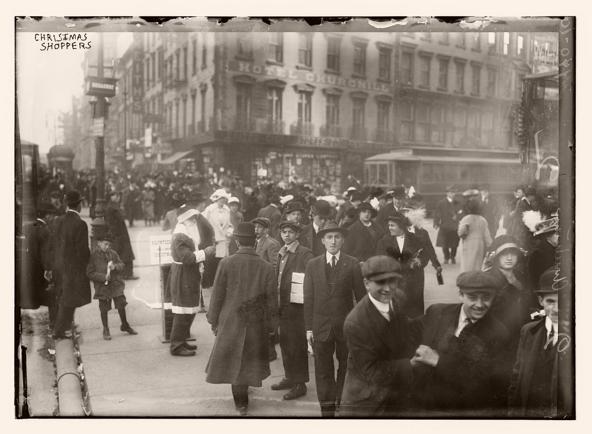 Xmas shoppers, ca. 1910