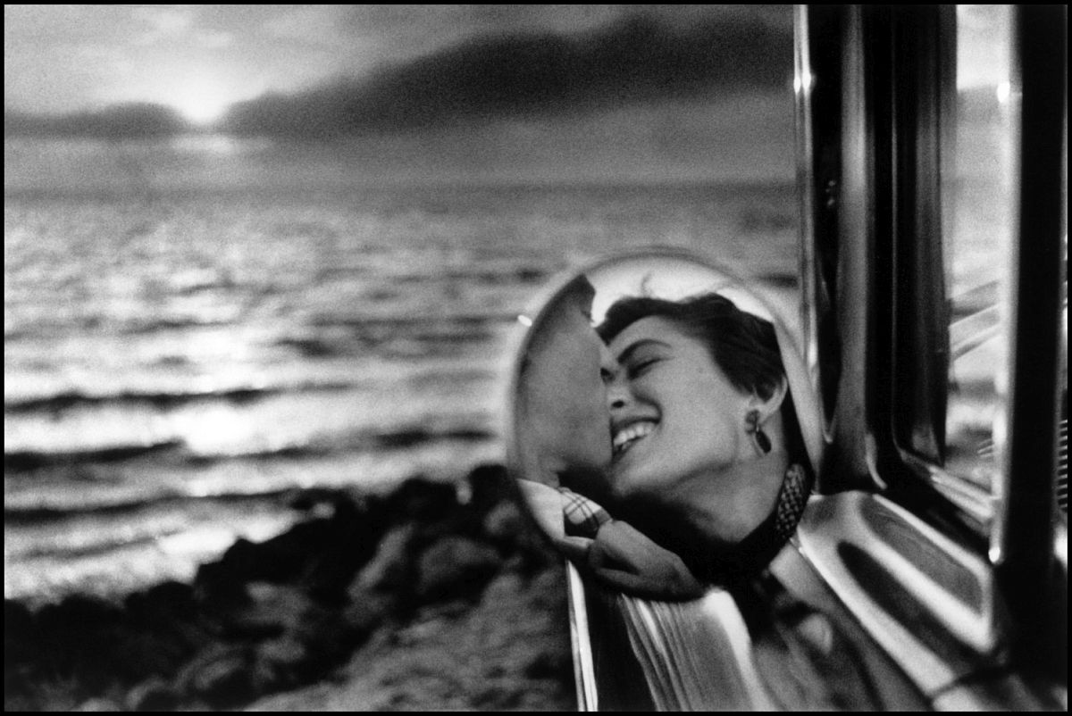 Reflection in mirror of couple driving. California, USA. 1955. © Elliott Erwitt | Magnum Photos