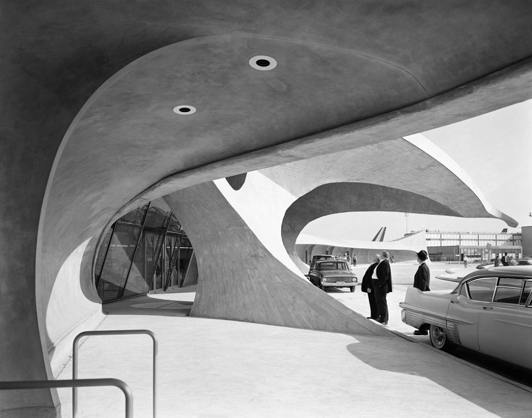 Ezra Stoller TWA Terminal at Idlewild (now JFK) Airport. Eero Saarinen. New York, NY, 1962 © Ezra Stoller, Courtesy Yossi Milo Gallery, New York