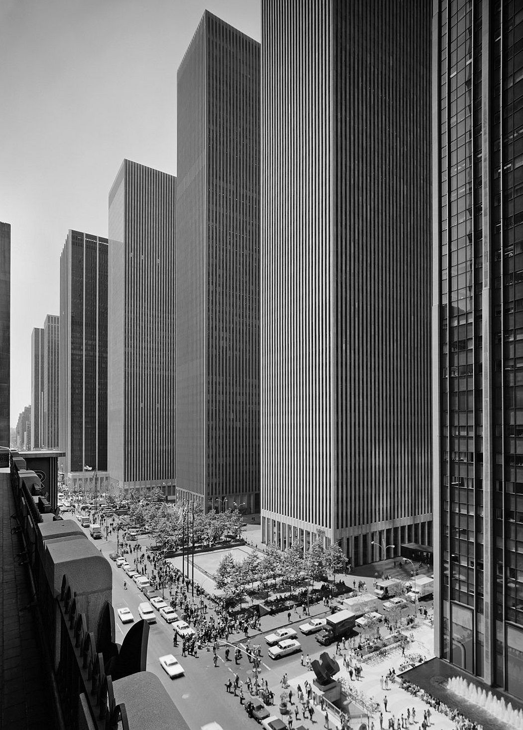 Ezra Stoller Exxon Building on Sixth Avenue. Harrison and Abramovitz. New York, 1974 © Ezra Stoller, Courtesy Yossi Milo Gallery, New York