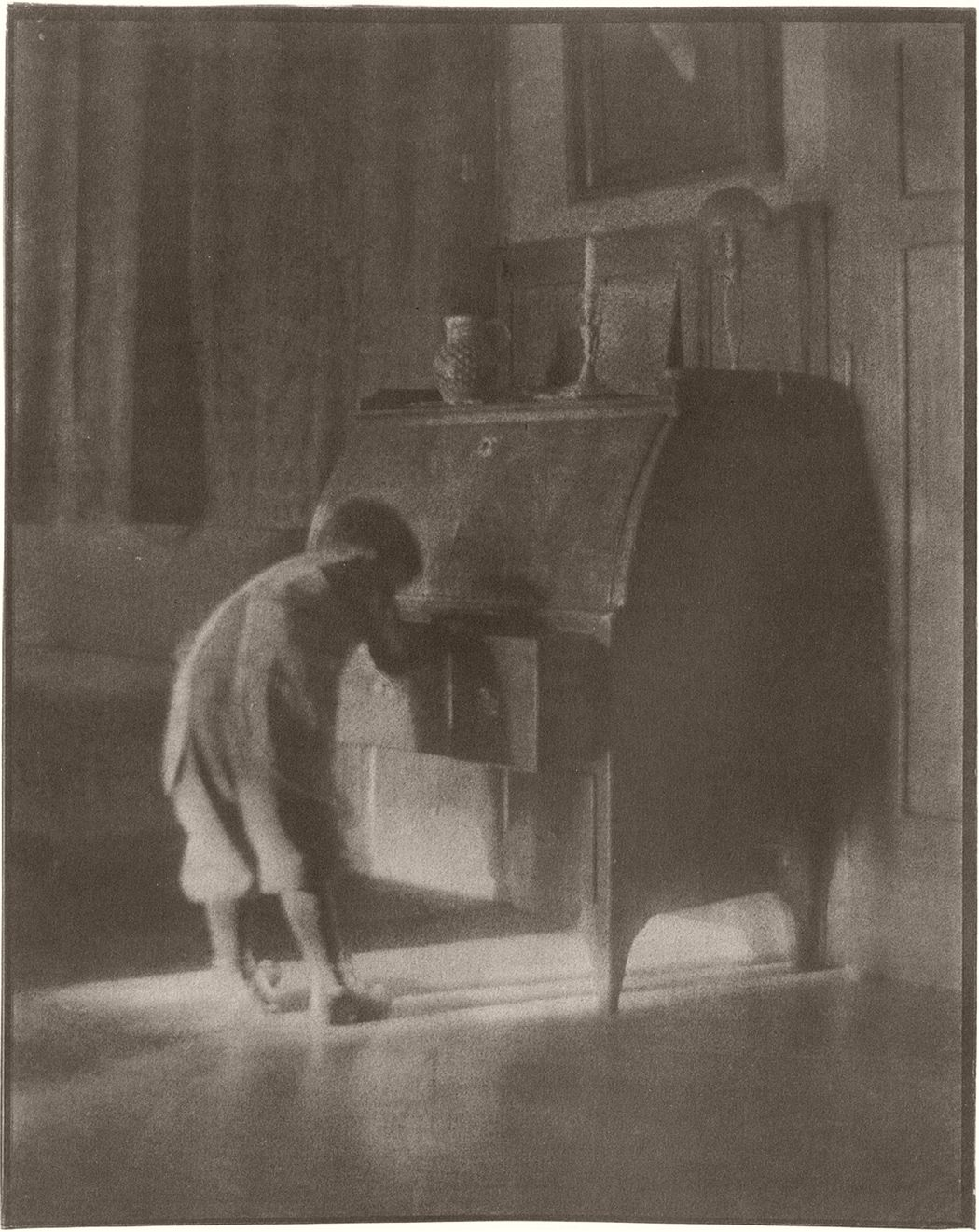 Heinrich Kûhn, Hans with Bureau, 1905
