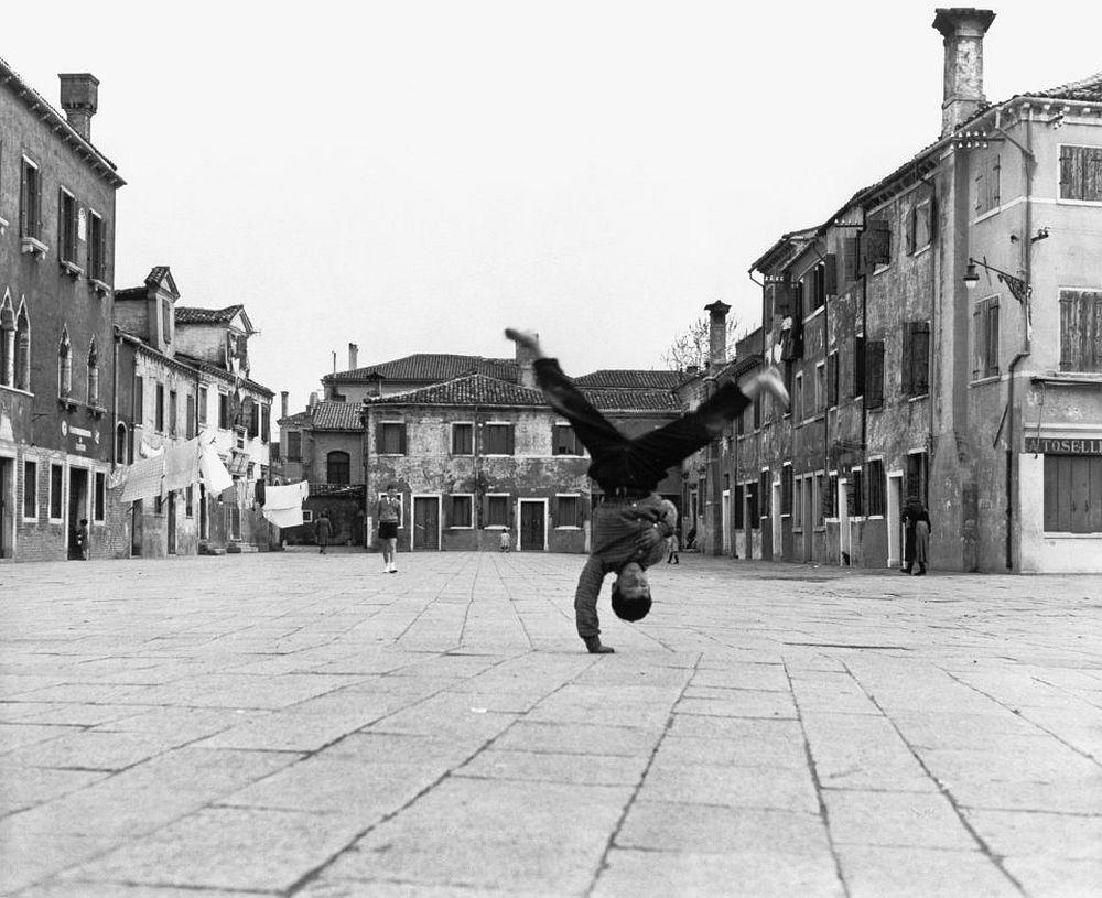 Piergiorgio Branzi, Piazza Grande in Burano, Venice, 1957 © Piergiorgio Branzi