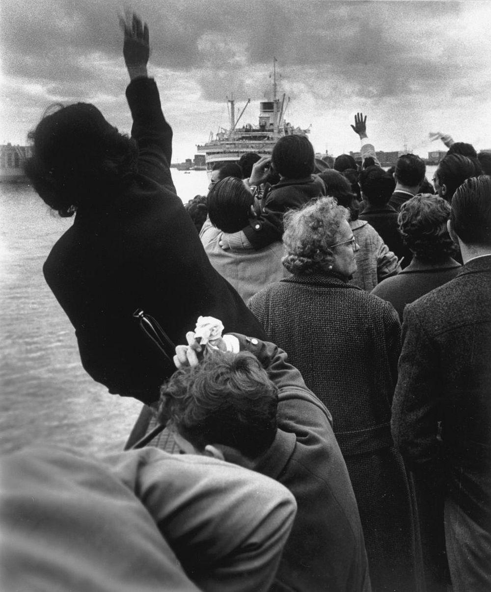 Stefano Robino, Seeing off the Cristoforo Colombo, Genoa, 1959 © Stefano Robino