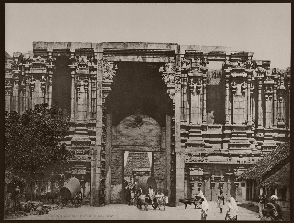 South of India. Seringham. Town-Gate.