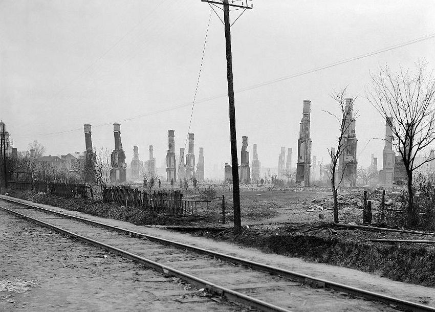 Åmål. The western part of Åmål, after the fire on the 9th of May, 1901