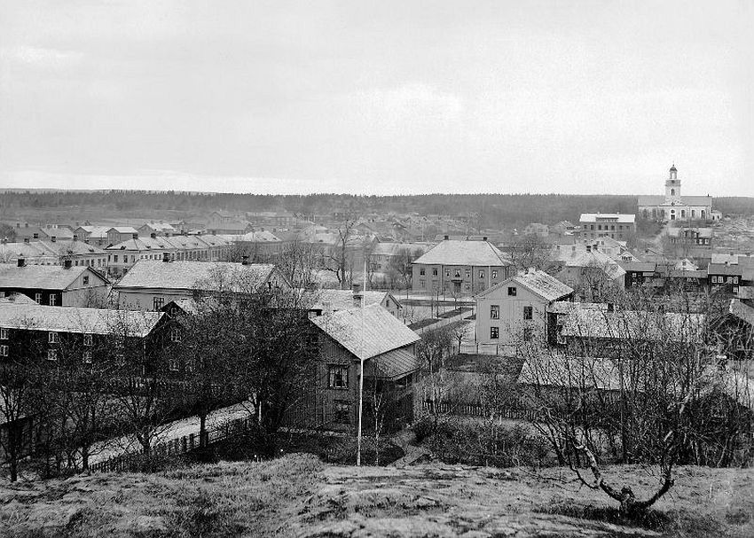Åmål. View over Åmål, from Kungsberget (King's Mountain), before the fire in May 1901. Åmål church to the right