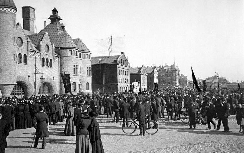 Gävle. Street demonstration on Fiskartorget (Fishermen's square - today Harbour Square) on the 1st of May - the International Workers' Day. To the left is the fire station, built in 1890-1891