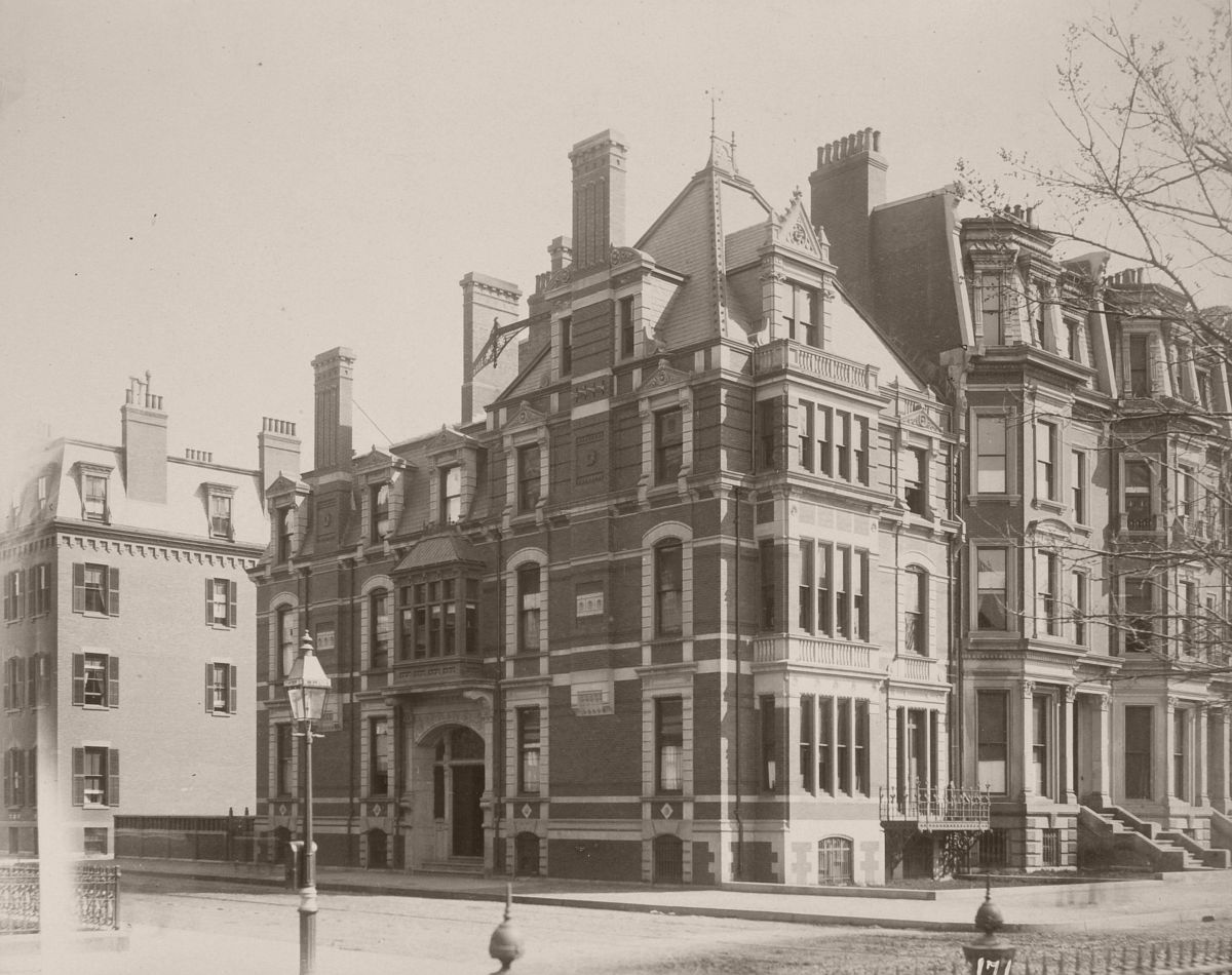261 Clarendon and 65 Commonwealth (ca. 1883), photograph by Albert Levy; Ryerson and Burnham Libraries Book Collection, The Art Institute of Chicago
