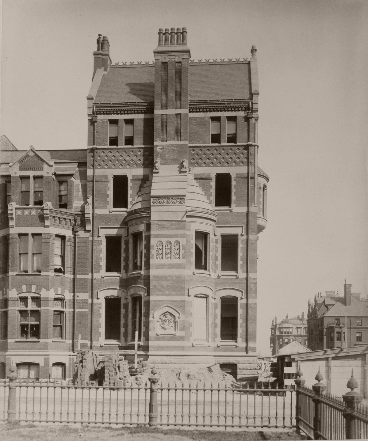 21 Fairfield (ca. 1883), photograph by Albert Levy; Ryerson and Burnham Libraries Book Collection, The Art Institute of Chicago